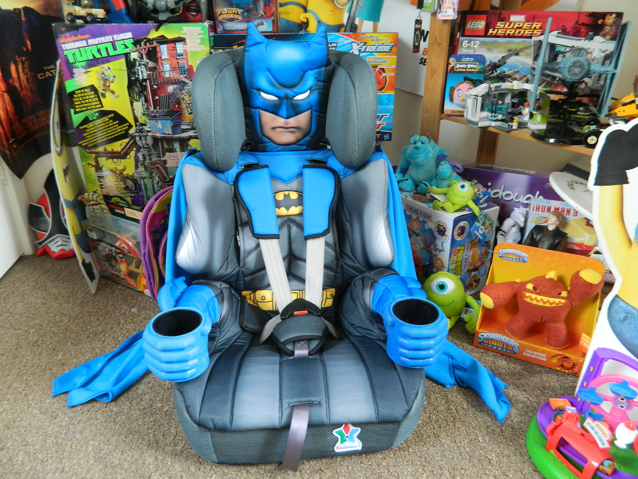 batman 123 car seat even comes with a removable cape toys r us hotukdeals. Black Bedroom Furniture Sets. Home Design Ideas