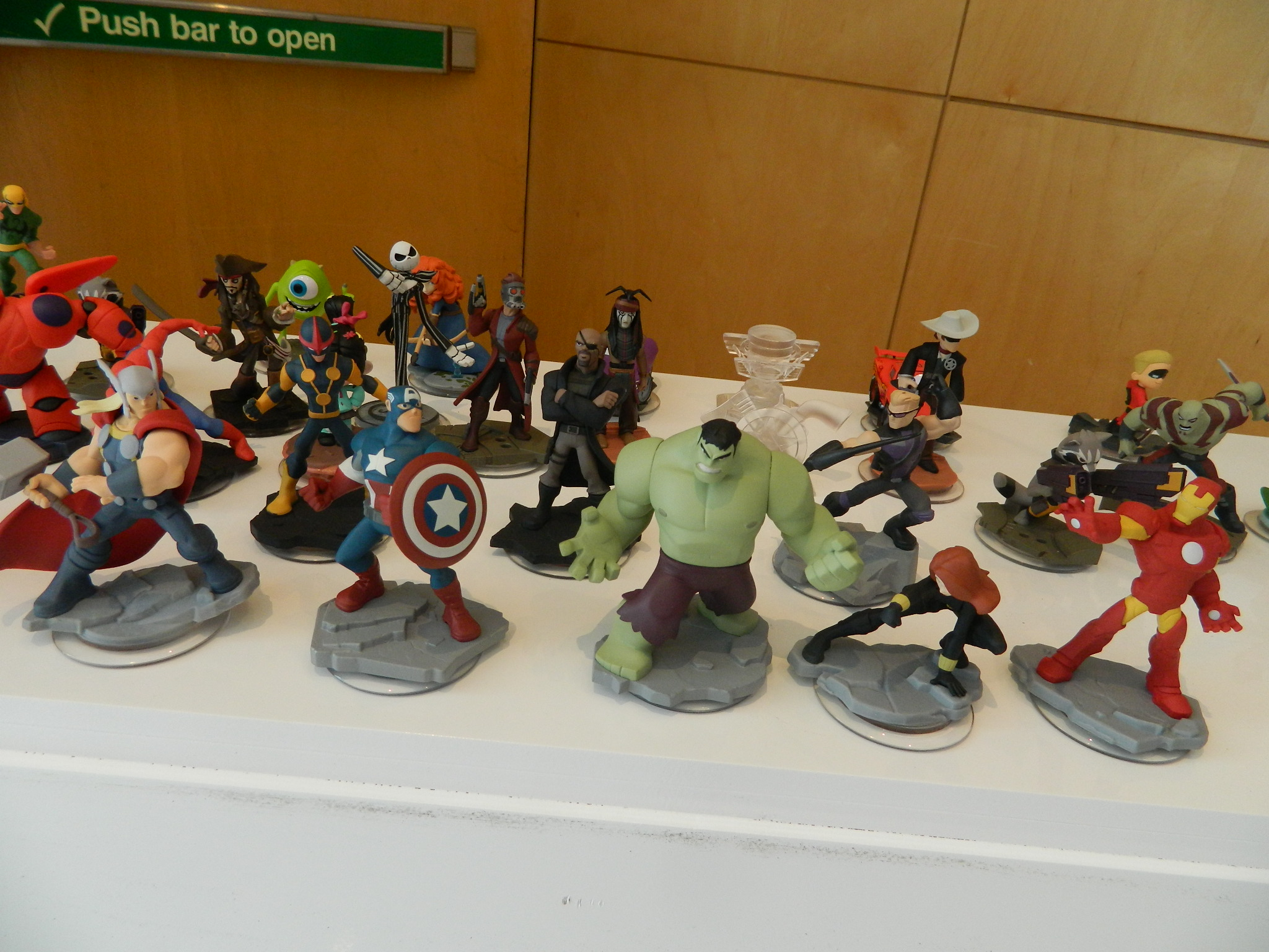 Disney Infinity 2.0: Avengers Playset (Starter Pack) and ...