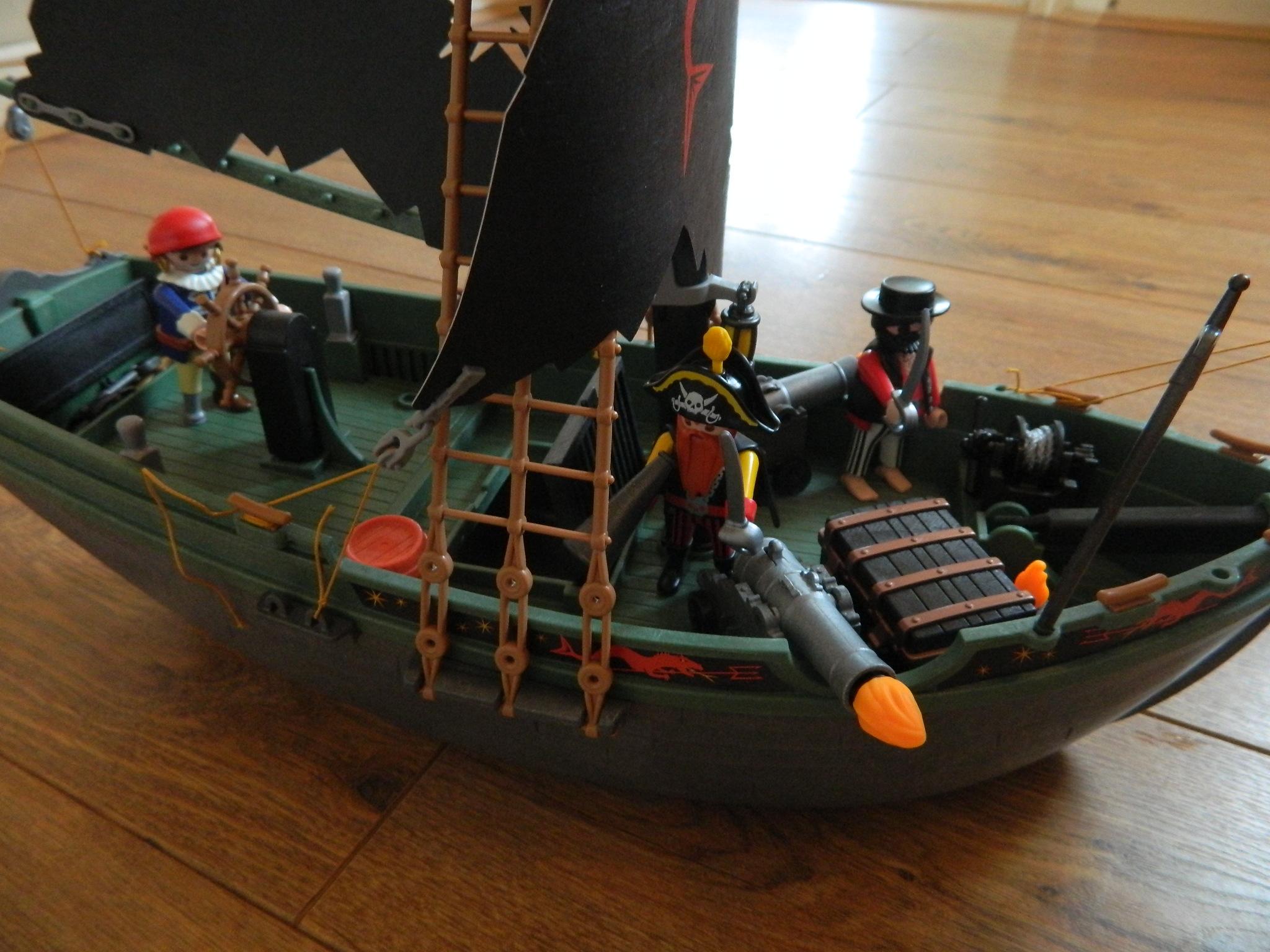 Playmobil Pirates: Pirates Ship with RC Underwater Motor View Image