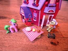 My little pony barn toy (3)