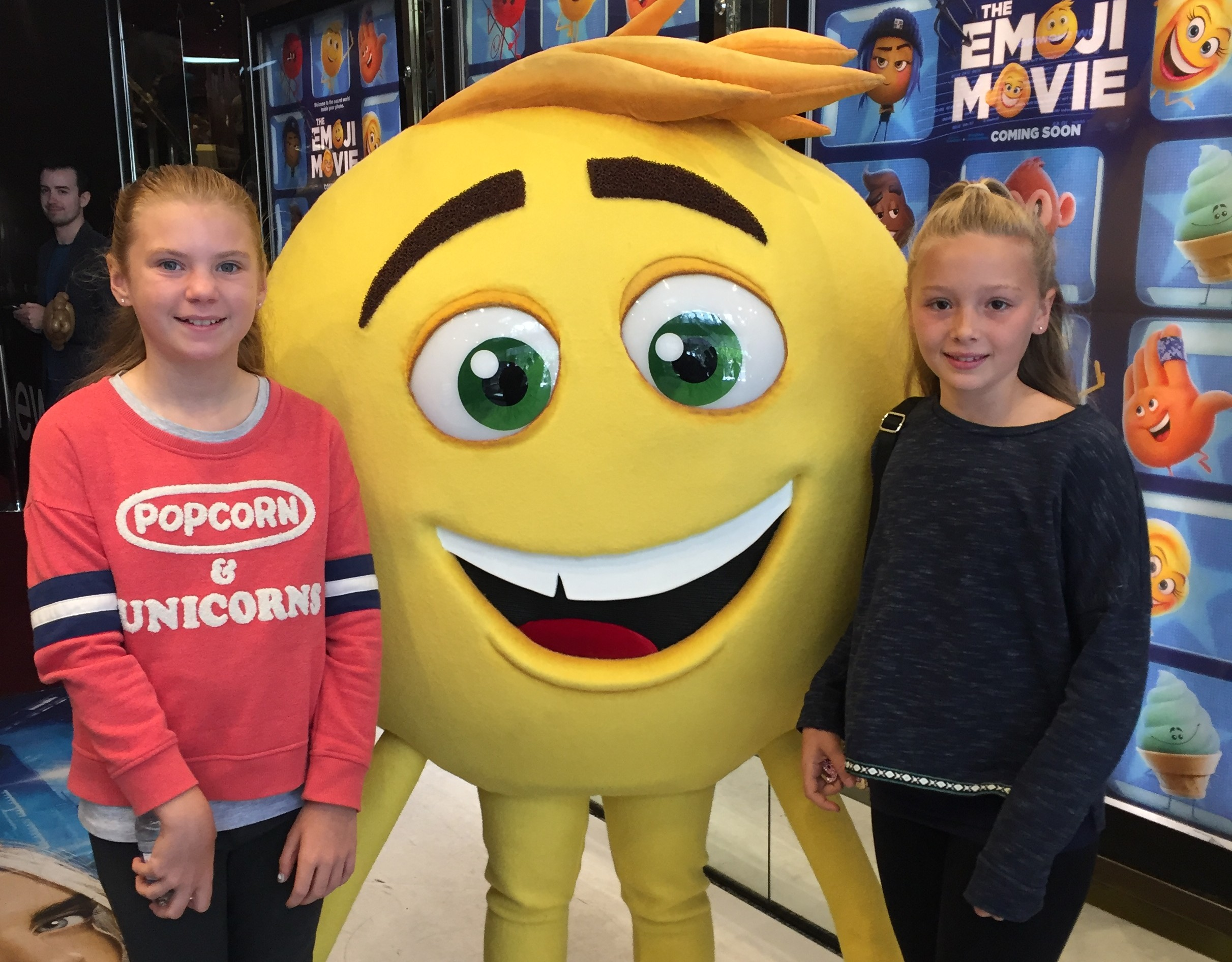 Emoji movie party. (2)